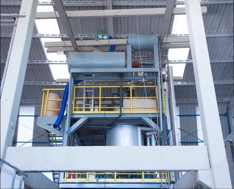 Reator próprio para produção de resina.